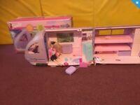 Barbie travel train plus 6 dolls