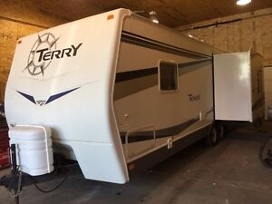 2008 FLEETWOOD TERRY 25' TRAILER WITH SLIDE