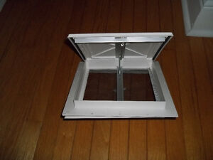 VENTILATION HATCH WITH SCREEN
