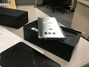 SILVER LG V30 - case - like new in box - buy or trade