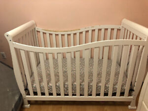 Baby Crib,Mattress, Changing Table & Diaper Pail $200 For All