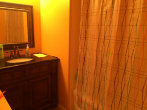 550! Can't miss this great master room, parking lot available