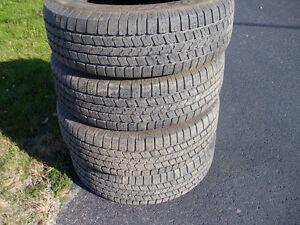 Aubaine  pneu d'été 265/70r17 pratiquement neuf