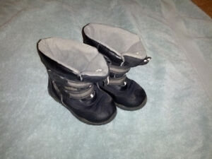 WINTER BOOTS - SIZE 9 - KID & YOUTH