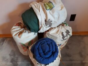 Estate sale – 4 sleeping bags with pouch