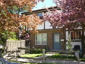 WELL-KEPT STUDENT TOWNHOUSE NEAR CONESTOGA COLL.