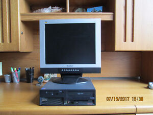 IBM MT-M 8173 SF desktop/w Monitor, Keyboard and Mouse