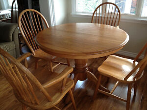 Solid Oak Table 2 extensions 6 chairs Cobourg