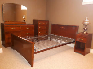 Vintage Bedroom Set in Good Condition