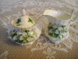 FINE BONE CHINA MILK & SUGAR SET,  TRILLIUM,  ROYAL ALBERT