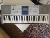 Yamaha PSR-E323 electric keyboard