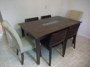 SOLID WOOD TABLE & 6 CHAIRS