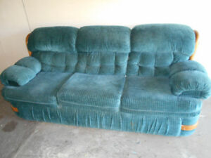 Very Clean couch non smoking..(Can deliver)