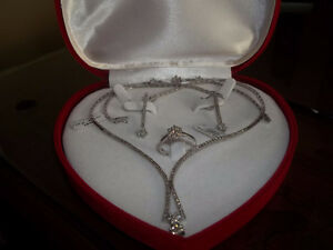 REDUCED FOR A QUICK SALE IS THIS 18K DIAMOND JEWLERY SET(CASH)