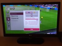 "LG HD LED 32"" TV with Freeview inc stand. Mint."