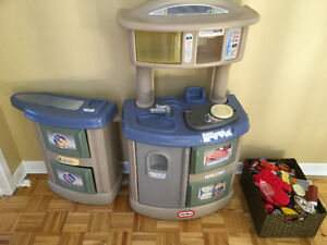 Little Tikes Toy kitchen play set with food, plates, pots etc