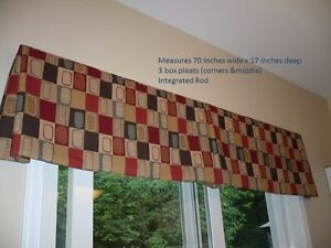 Quality valance in rich colour tones w integrated rod