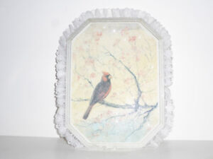 SPARKLING WALL PLAQUE OF A CARDINAL SITTING IN A TREE - MINT