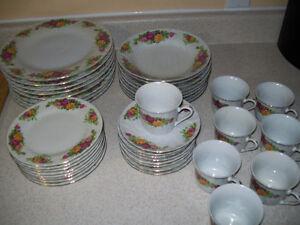Regent China ,, English  Rose 8pc dinnerware