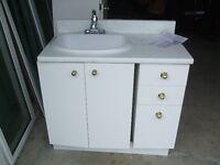 Pour la Salle de bain: comptoir,évier,robineterie
