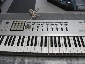 CLAVIER MIDI ARGENT KORG