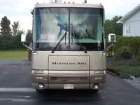 2001 Newmar Mountin Aire with 2 slideouts