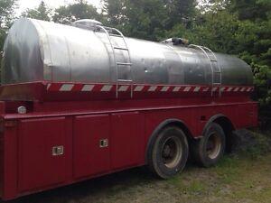 Truck mount water tank