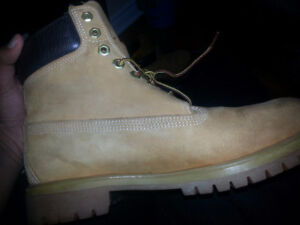TIMBERLANDS SIZE 10 WHEAT BROWN BOOTS FOR SALE!