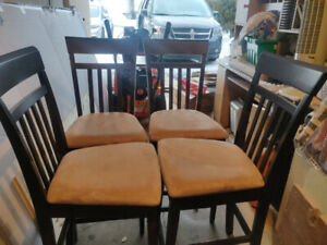 Nice small dining  table and chairs (5 PCs).