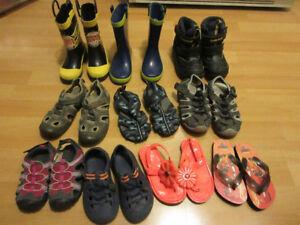 Lot de sandales et bottes