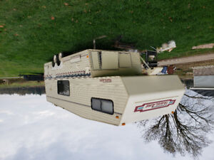 1990 25 foot 5th wheel camper