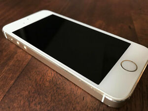 Apple iPhone 5S 32GB in Gold Colour, locked to Bell Kitchener / Waterloo Kitchener Area image 4