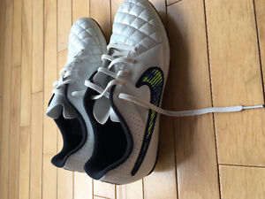 Nike Size 8 Soccer Cleats