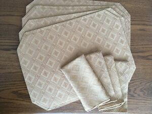 Set of 4 New Placemats and Napkins