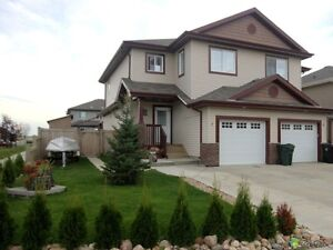 THE PERFECT HOME IN SPRUCE GROVE MUST SEE