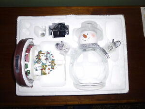 Thomas Kinkade White Christmas Crystal Snowman Village and Train