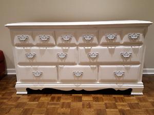 Commode en bois massif/ solid wood dresser