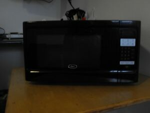LARGE OSTER MICROWAVE