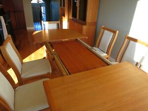teak table, 8 chairs, hutch and corner unit  LIKE NEW Kingston Kingston Area image 3