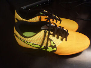 Indoor NIke Soccer Shoes - Size 7