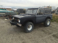 1976 Ford Bronco with major goodies