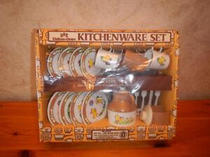 Set de Vaisselle Pour Enfant en Plastique Année 80 Dans Boite
