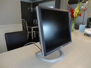 """Dell Ultra Sharp 1905FP 19"""" LCD Computer Monitor - Works Great!"""