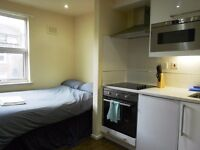 Studio flat in Queens Park available now! NO REFERENCES NEEDED! MOVE IN TODAY/ Only £ 1052 per month