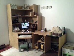Bureau - huche de travail - ordinateur