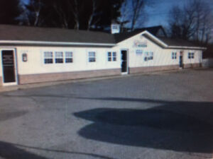 RIVERSIDE DRIVE MIDDLE UNIT FOR RENT LOTS OF HIGHWAY TRAFFIC