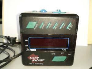 RADIO REVEIL MATIN ** COMPACT DISC AM FM ** RADIO ALARM CLOCK