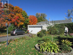 Great Bayridge bungalow! One of the nicest areas in Kingston!