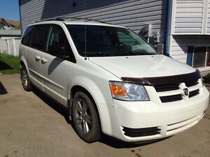 Dodge Grand Caravan Van - with lots of perks