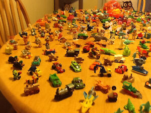 *WOW* 250 COMPLETE KINDER EGG TOYS AND GIANT BAG OF PARTS London Ontario image 5